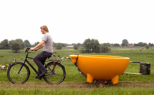 A dutchtub being transported by bike