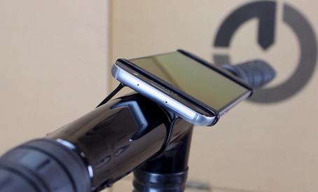Gocycle smartphone mount with phone
