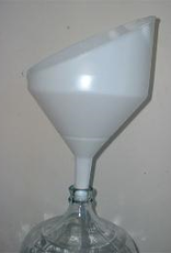 ANTI-SPLASH FUNNEL WITH FINE FILTERING SCREEN