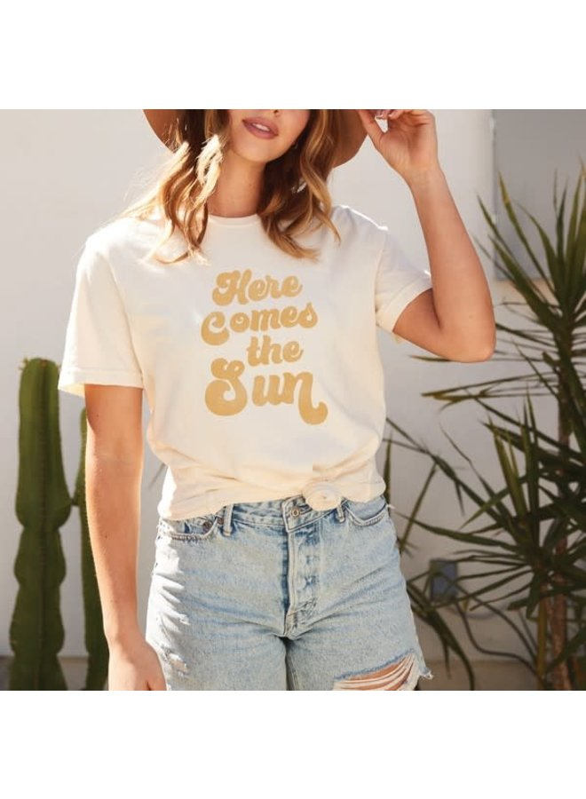 HERE COMES THE SUN GRAPHIC TEE SHIRT
