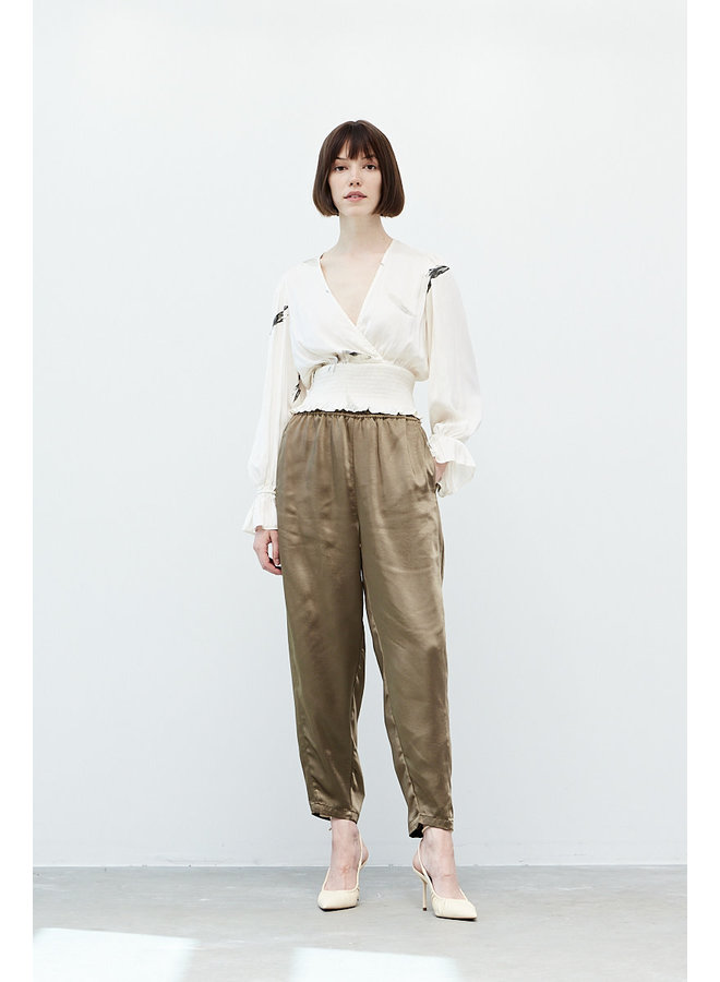 QUENTIN SATIN V NECK SMOCKED CROPPED TOP