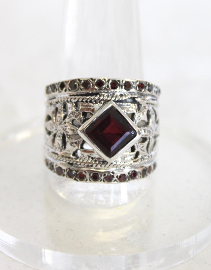 Garnet Ring with band design