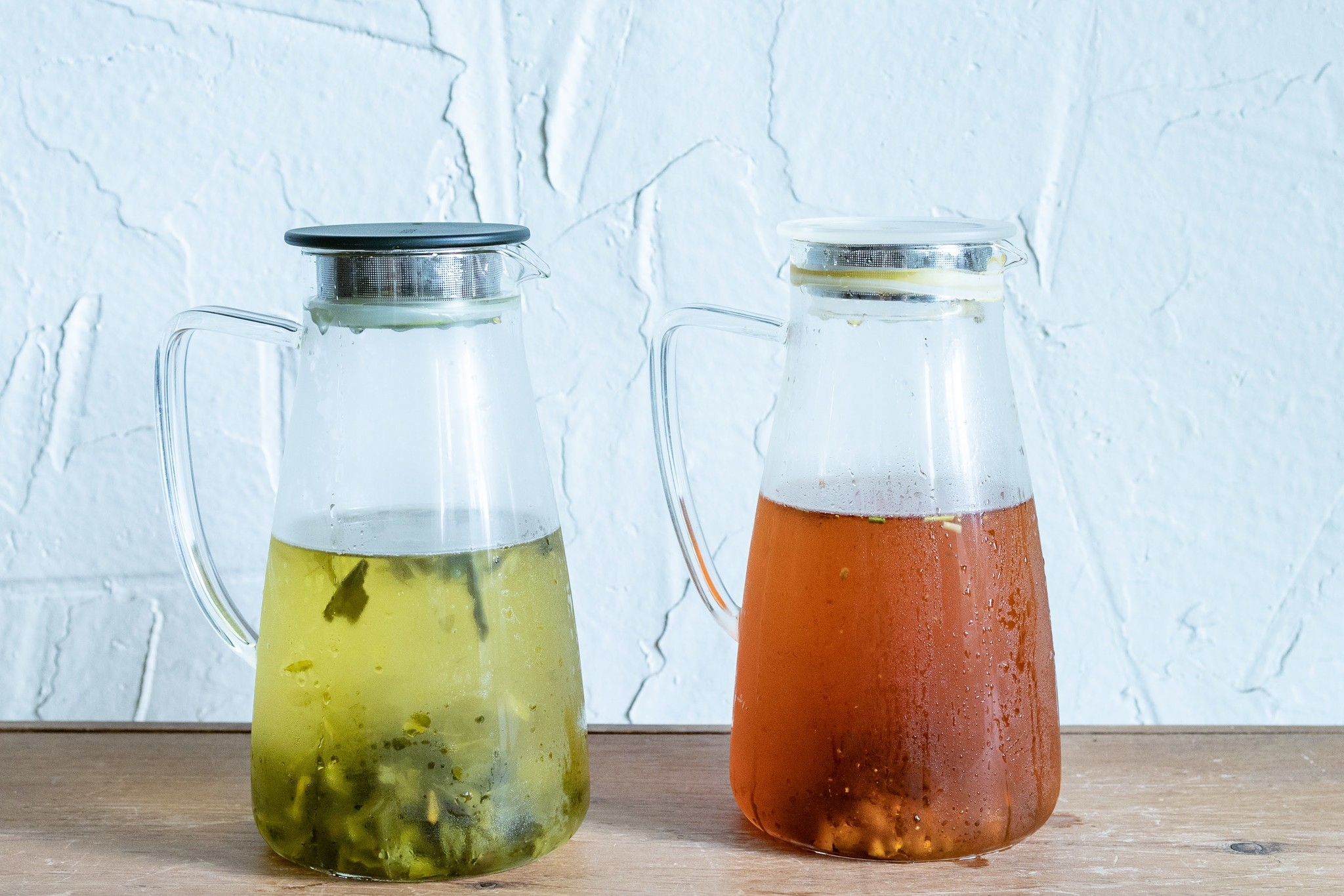 How to make iced tea by the glass and pitcher