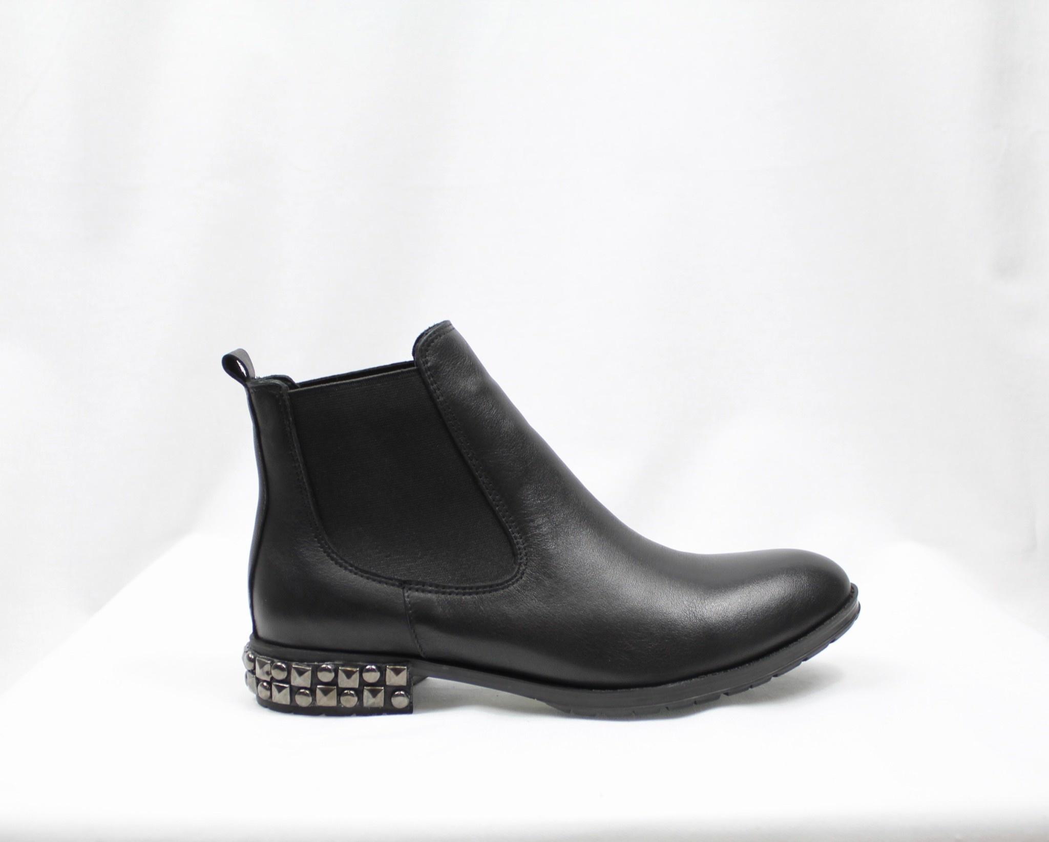"""BUENO BUENO """"AXL"""" Black Leather Chelsea Boot  Reg. $179  Sale $144"""