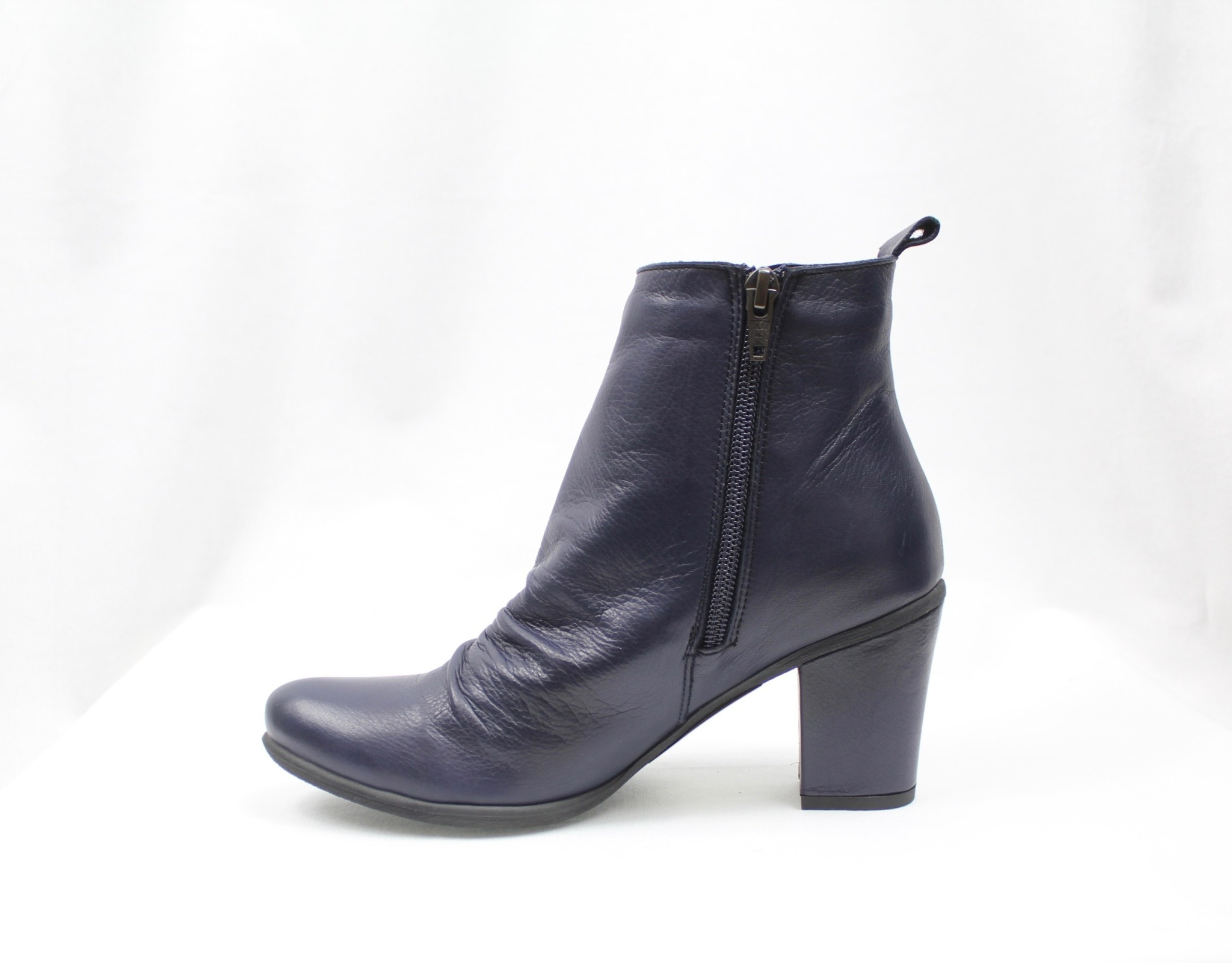 "BUENO BUENO ""YOUNG"" Navy Leather Bootie"