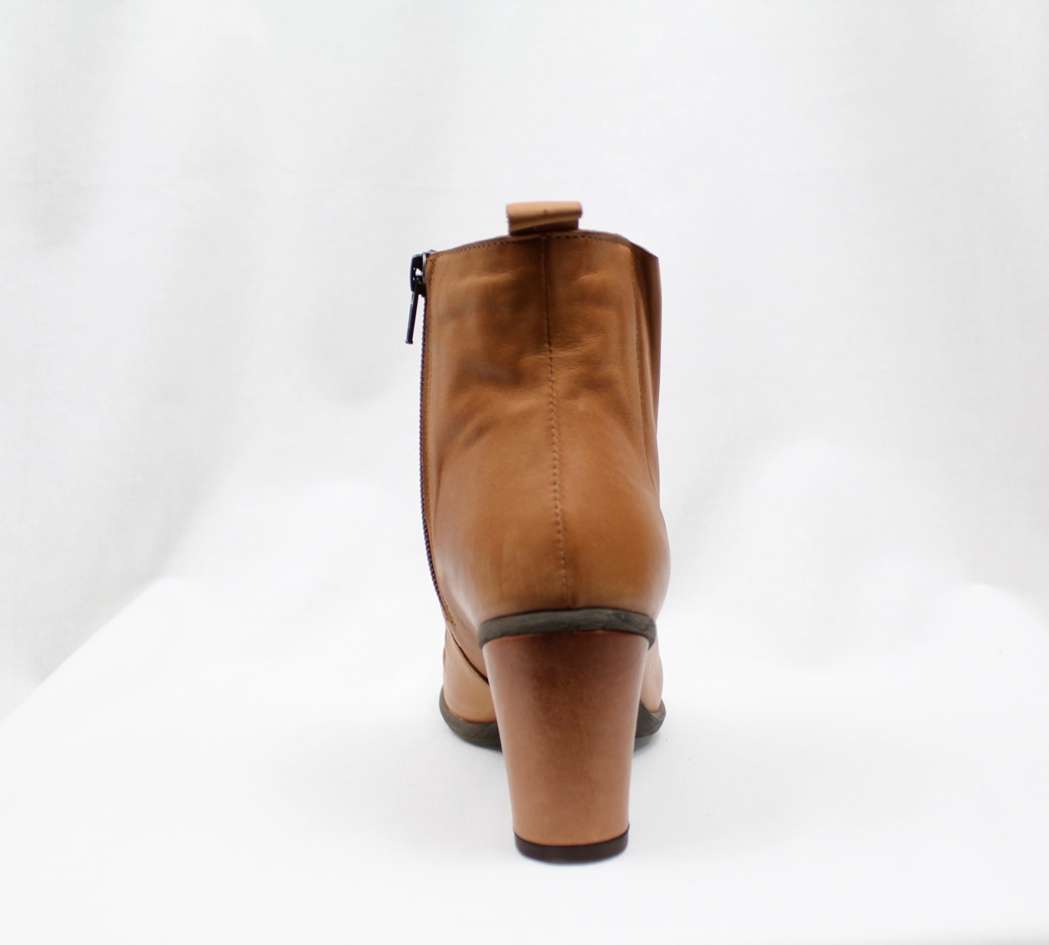 """BUENO BUENO """"YOUNG"""" Tan Leather Bootie"""