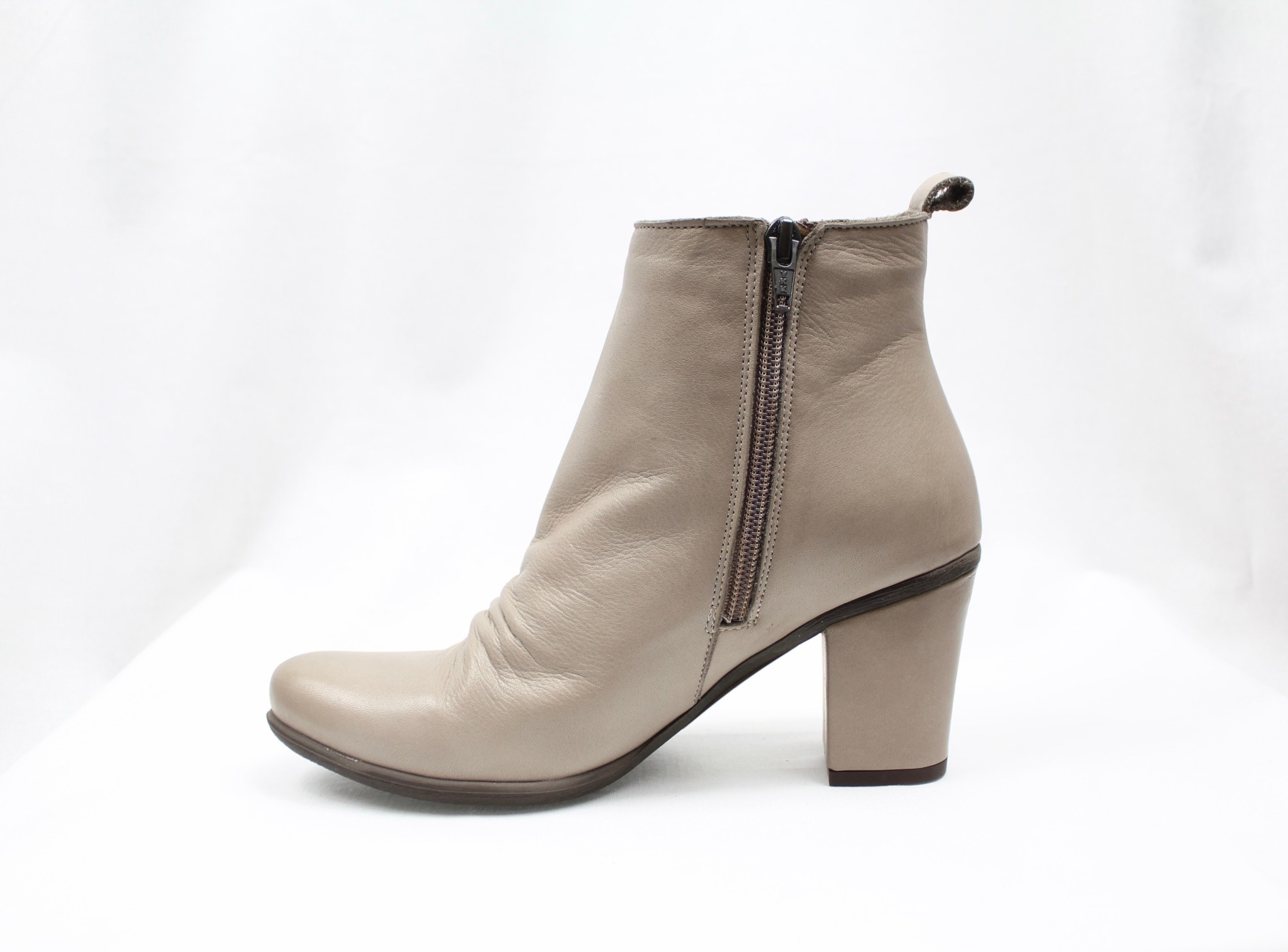 """BUENO BUENO """"YOUNG"""" Grey Leather Bootie  Reg. $175  Sale $135"""