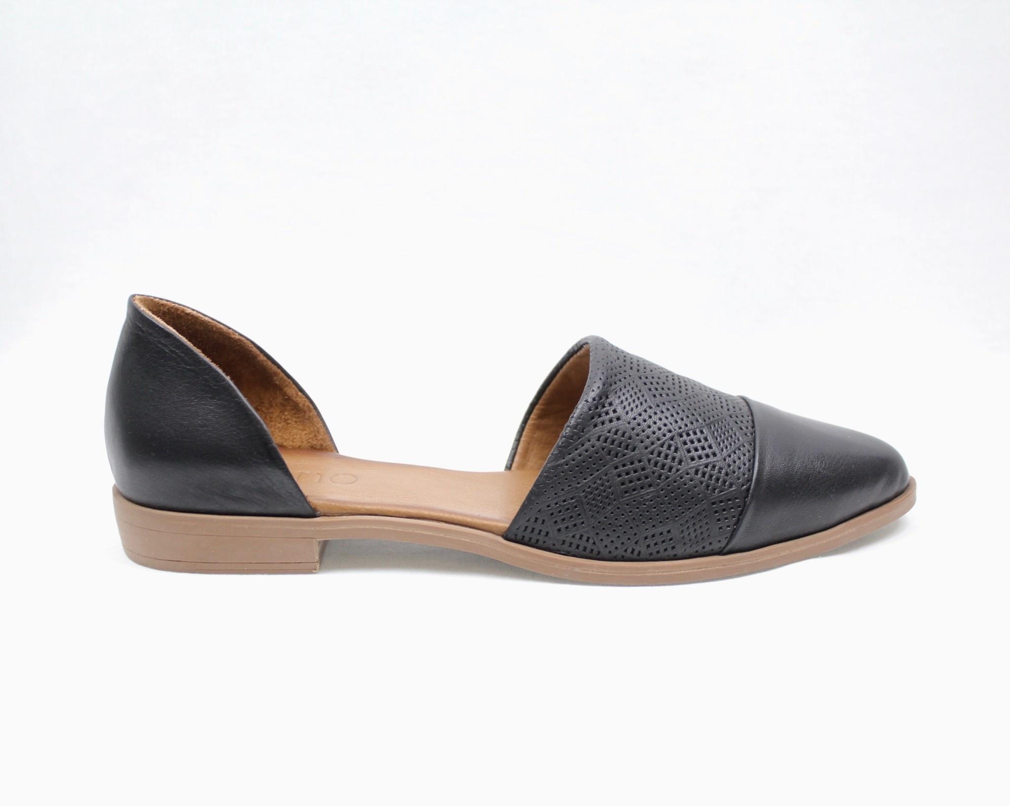 """BUENO BUENO """"BELLA"""" Leather Flat"""