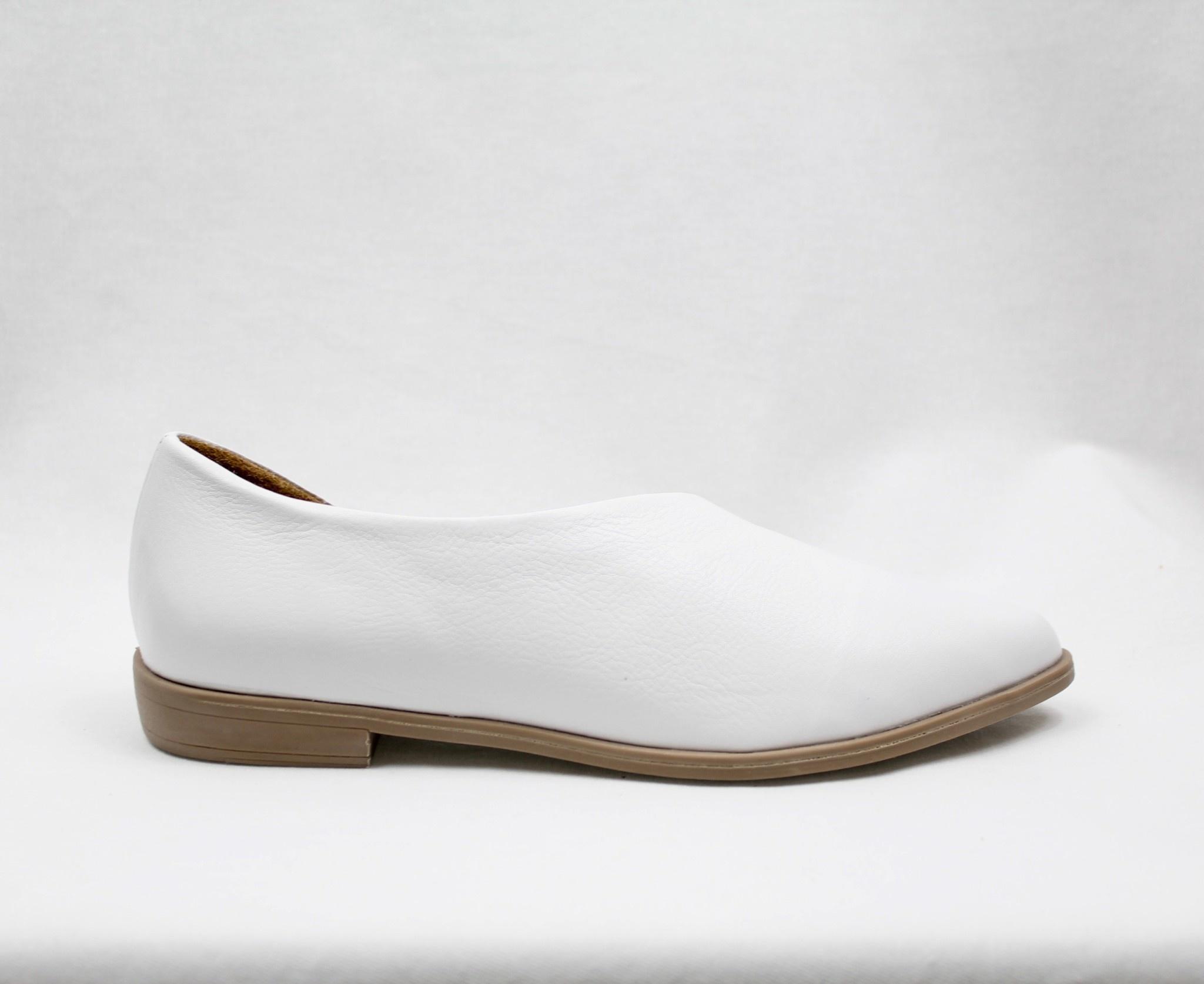 "BUENO BUENO ""BRANDI"" Leather Flat"