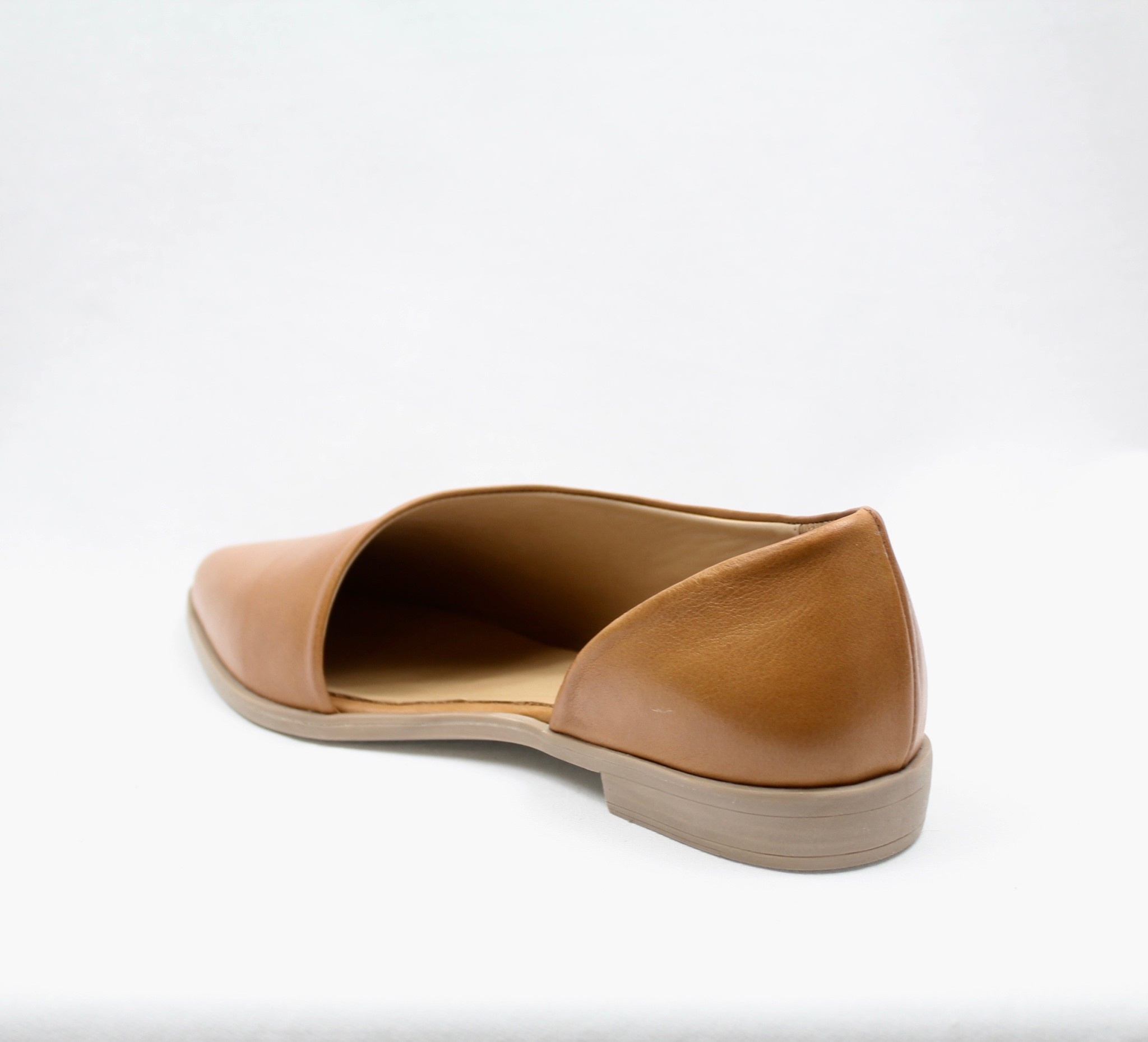 "BUENO BUENO ""BRANDI"" Leather Flat"