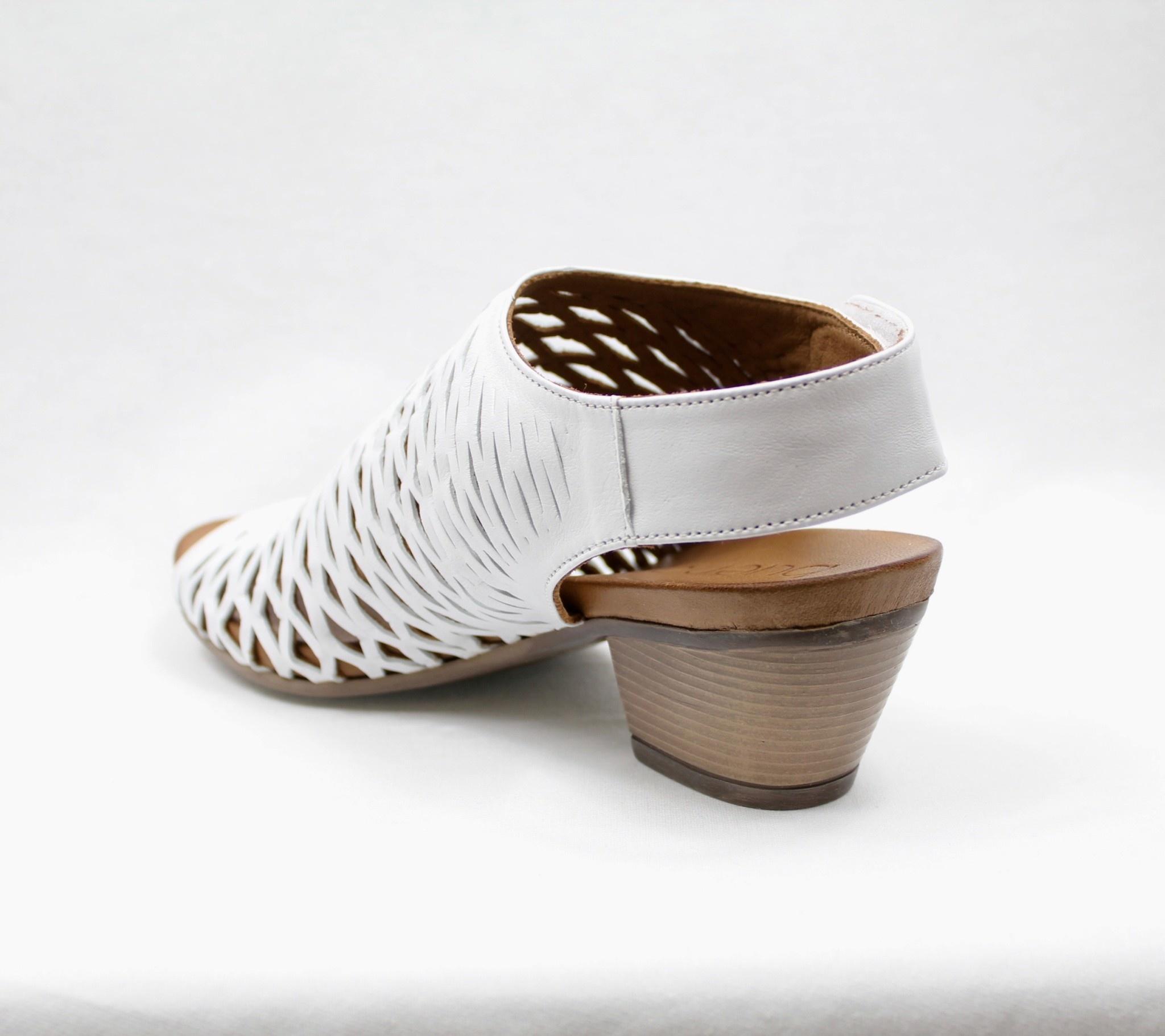"BUENO BUENO ""LACEY"" Leather Sandal"