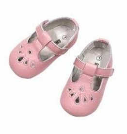 L'AMOUR Carina Leather Teardrop Crib Mary Jane in Pink