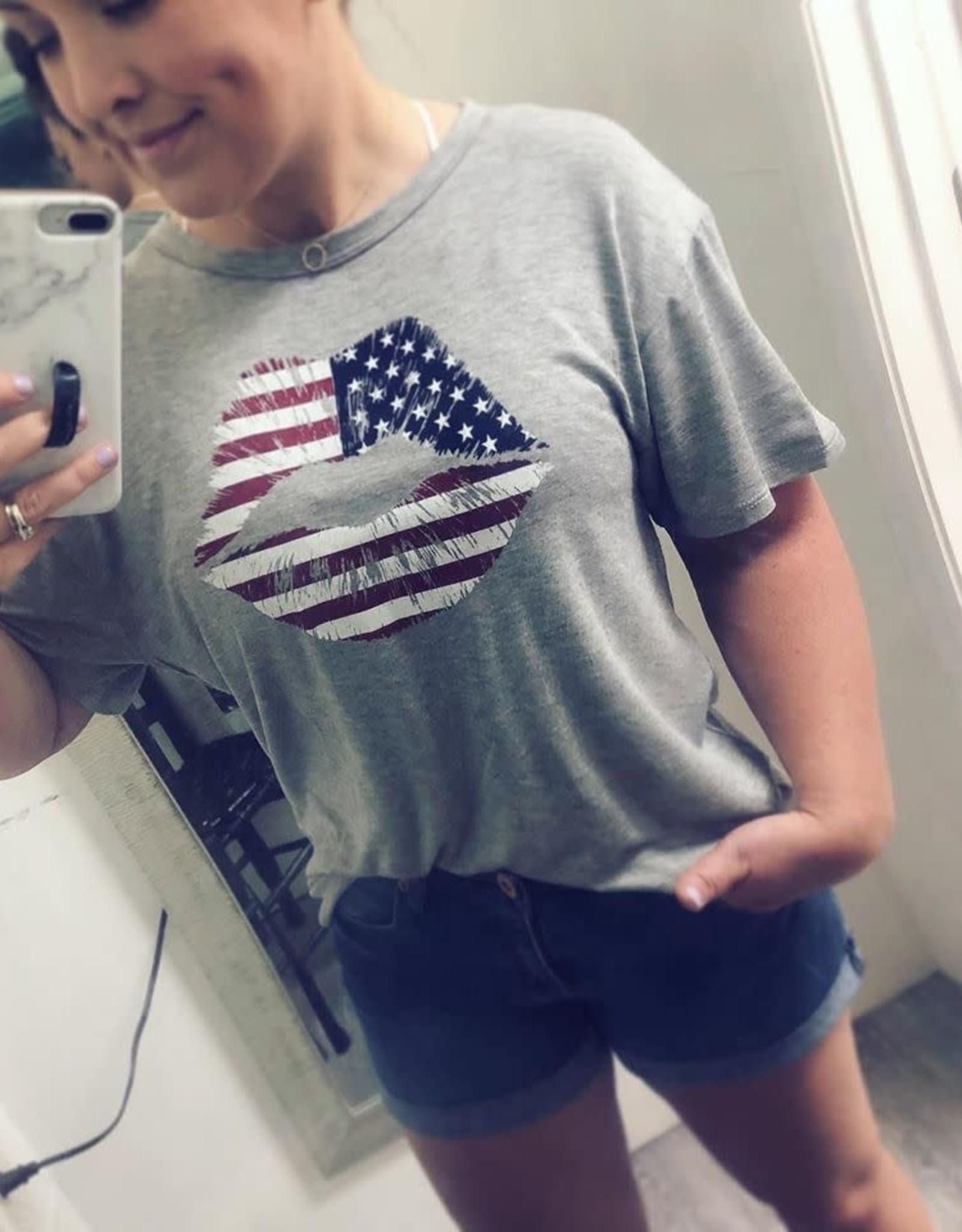 American Flag Lip Print Tee in Grey