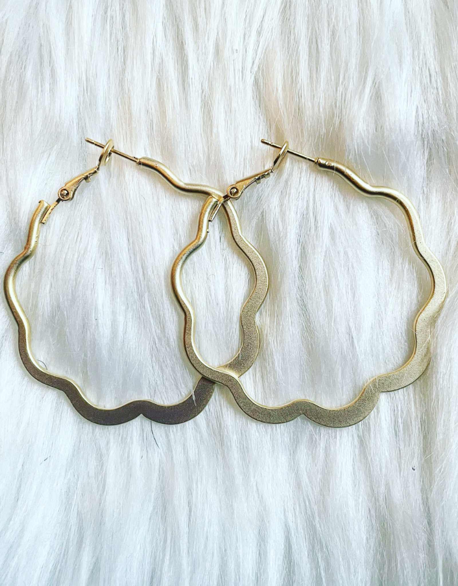 Wavy Circle Hoop Earring