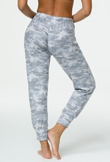Onzie Onzie Cozy Camo Weekend Jogger