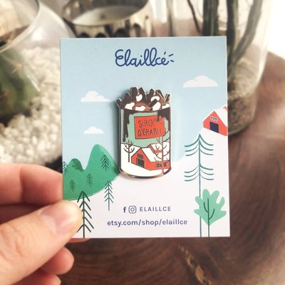 Elaillce Maple and poutine pin