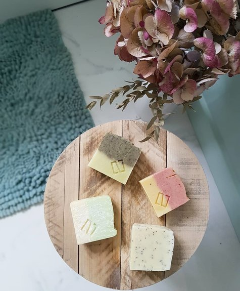 Deux Cosmétiques Soothing scent of lavender soap, moisturizing with olive oil and exfoliating with poppy seeds.