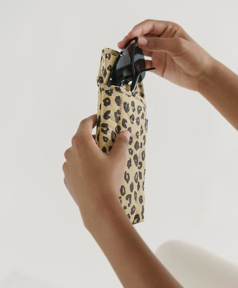 Baggu Puffy Glasses Sleeve - Honey Leopard