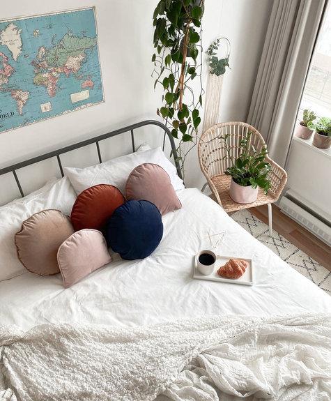 À la maison co Moon cushion - Bois de rose