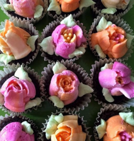Workshop April 27 @ 2:00 - Cupcake Decorating - Mini Floral Cupcakes with Russian Piping Tips