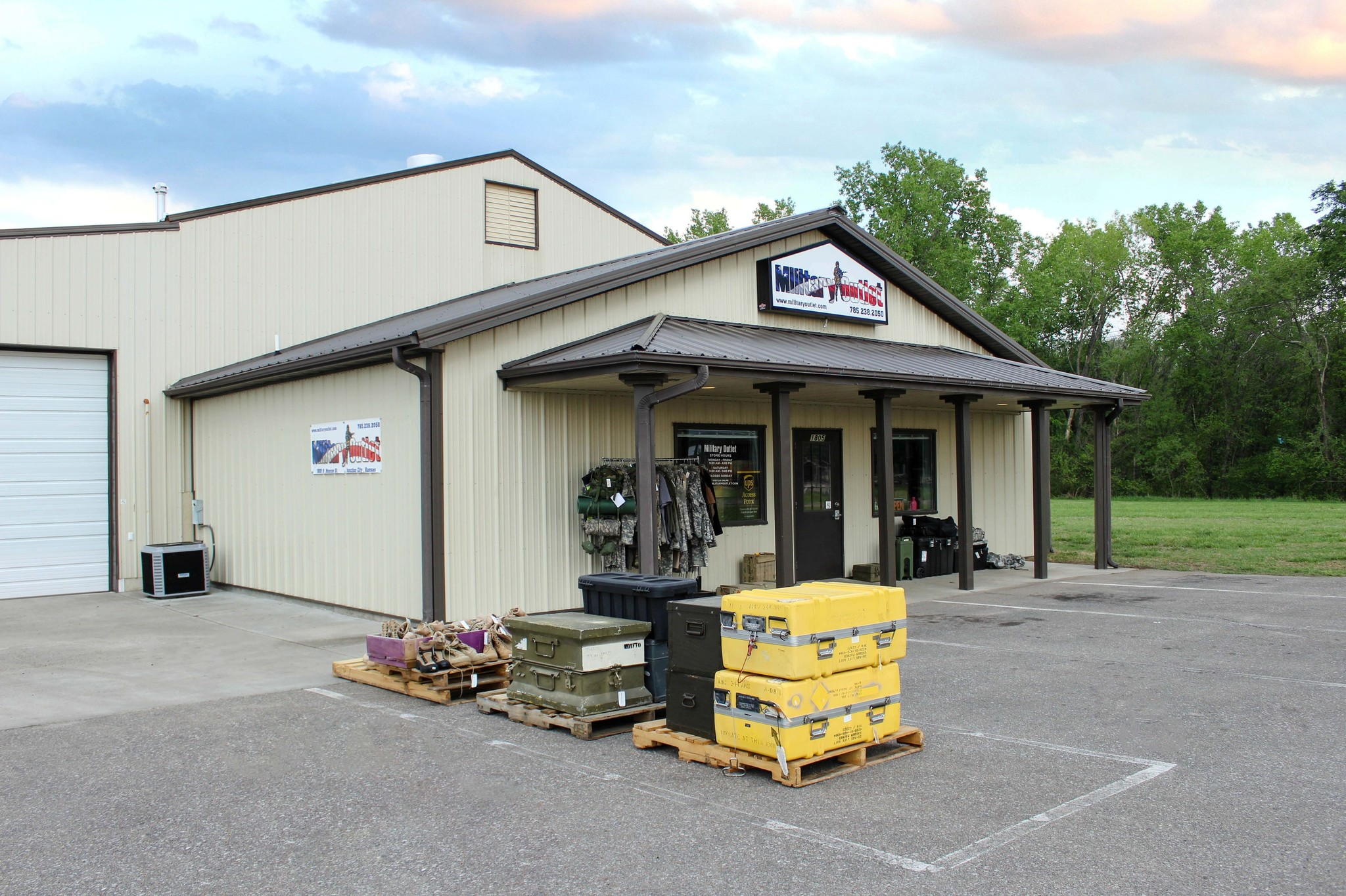 Military Outlet Store Front