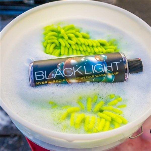 Chemical Guys Canada CWS61916 - Black Light Hybrid Radiant Finish Car Wash Soap & Superior Surface Cleanser (16 oz)