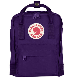 Fjallraven Kånken backpack in little format with a zipper that opens the whole main pocket. Removable sitting pad.