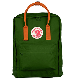 Fjallraven Classic Kånken backpack with zipper that opens the entire main compartment. Very hardwearing vinylon fabric. Removable seat cover at the back. Simple shoulder straps and handle on top. Reflector in the logo.