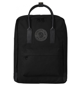 Fjallraven Completely black version of Kånken No. 2 in G-1000 HeavyDuty with leather details. Practical for everyday use with a spacious main compartment, front pocket and seat pad.