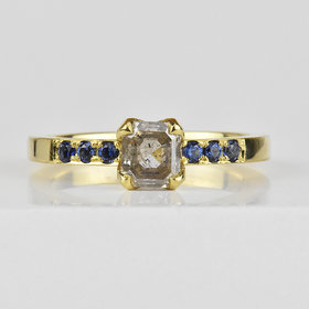 Nine Roses Asscher Cut (0.76ct/ 18k green gold/ sapphires)