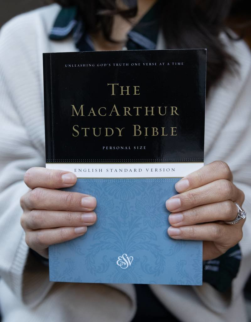 Crossway / Good News ESV MSB MacArthur Personal Size (Paperback)