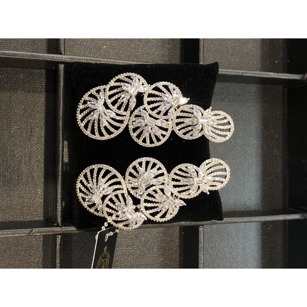 Perahun Long silver stone dangling earing- 635004