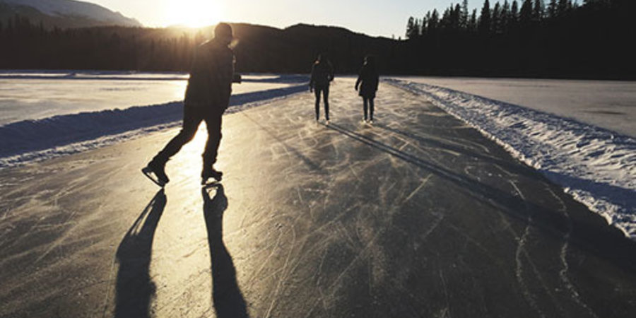 Some must read tips before ice skating on that frozen lake!