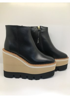 Paloma Barcelo Muriel boot