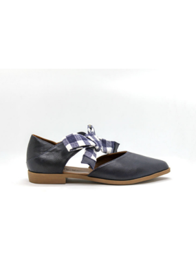 """Bueno Bueno """"Bodhi Bow"""" Shoe in Navy Leather"""