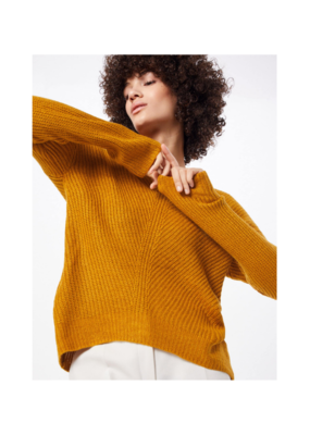 "b.young b.young ""Madia V-Neck Sweater"" in Golden Oak"