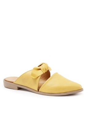 Bueno bueno Bowery Mule in Yellow Leather