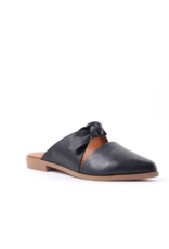 Bueno bueno Bowery Mule in Black Leather
