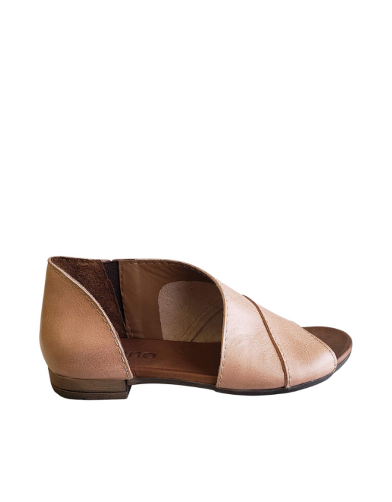 Bueno bueno Tanner Sandal in Pale Pink Leather
