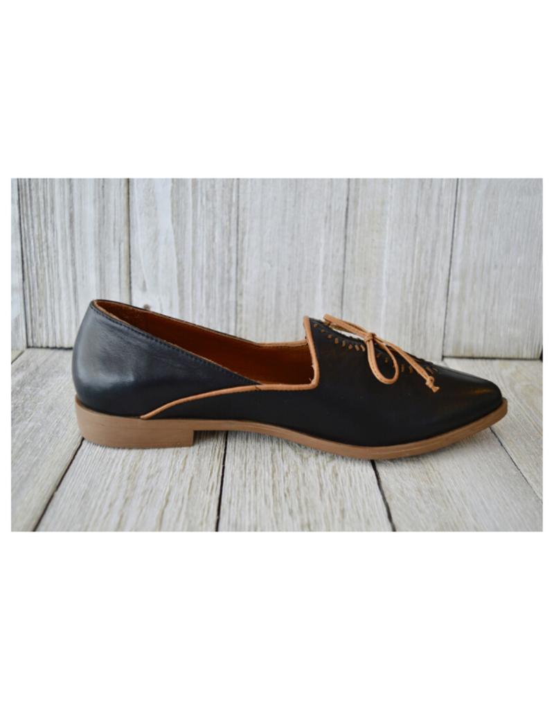 Bueno bueno Baja Shoe in Black & Brown
