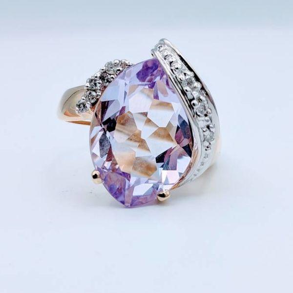 Ring Amethyst and Diamond 14KT Sz 7