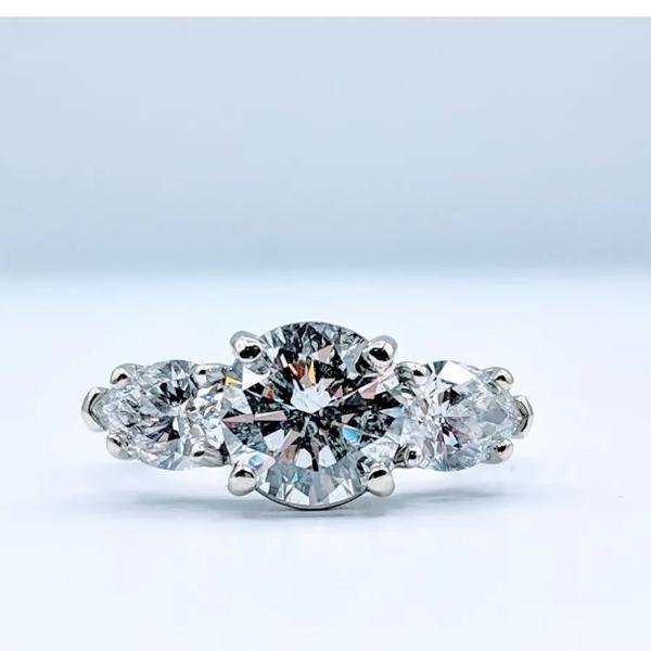 Ring 3-Stone Diamond 2.15ctr 3.68ctw 14k Size 5.5 219040020