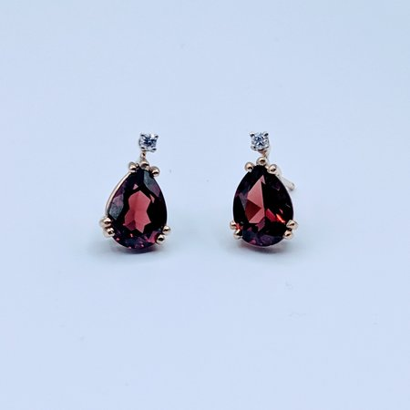 Earrings Garnet and Diamond 14ky 219090024