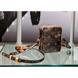 Crossbody Louis Vuitton Mini Danube Monogram 121030030