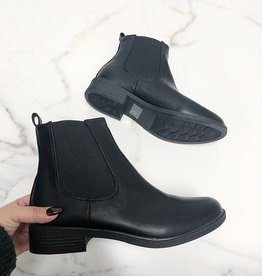 AMA Vegan leather pull on bootie