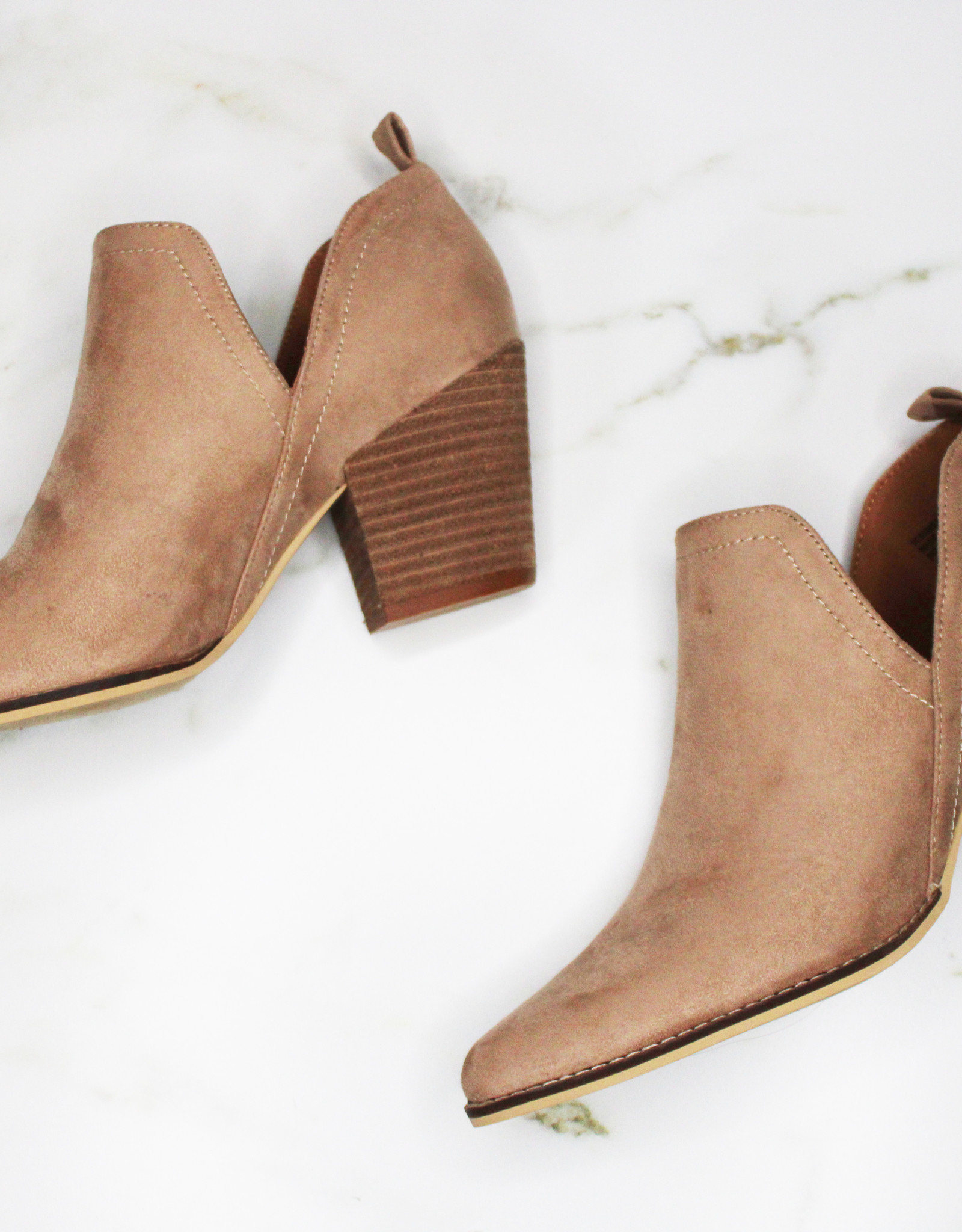 HUSH Spring side cute out bootie