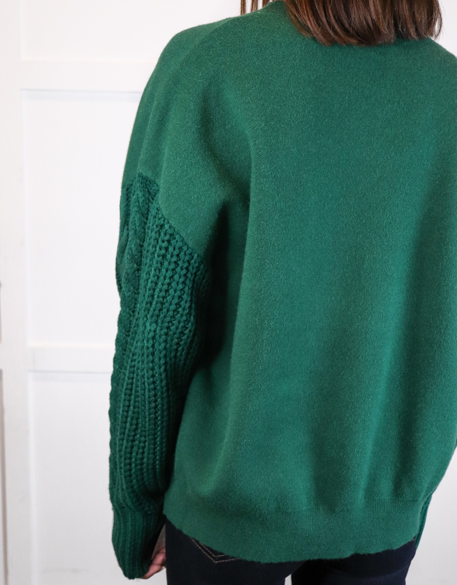 HUSH Crewneck w/ cable knit slv