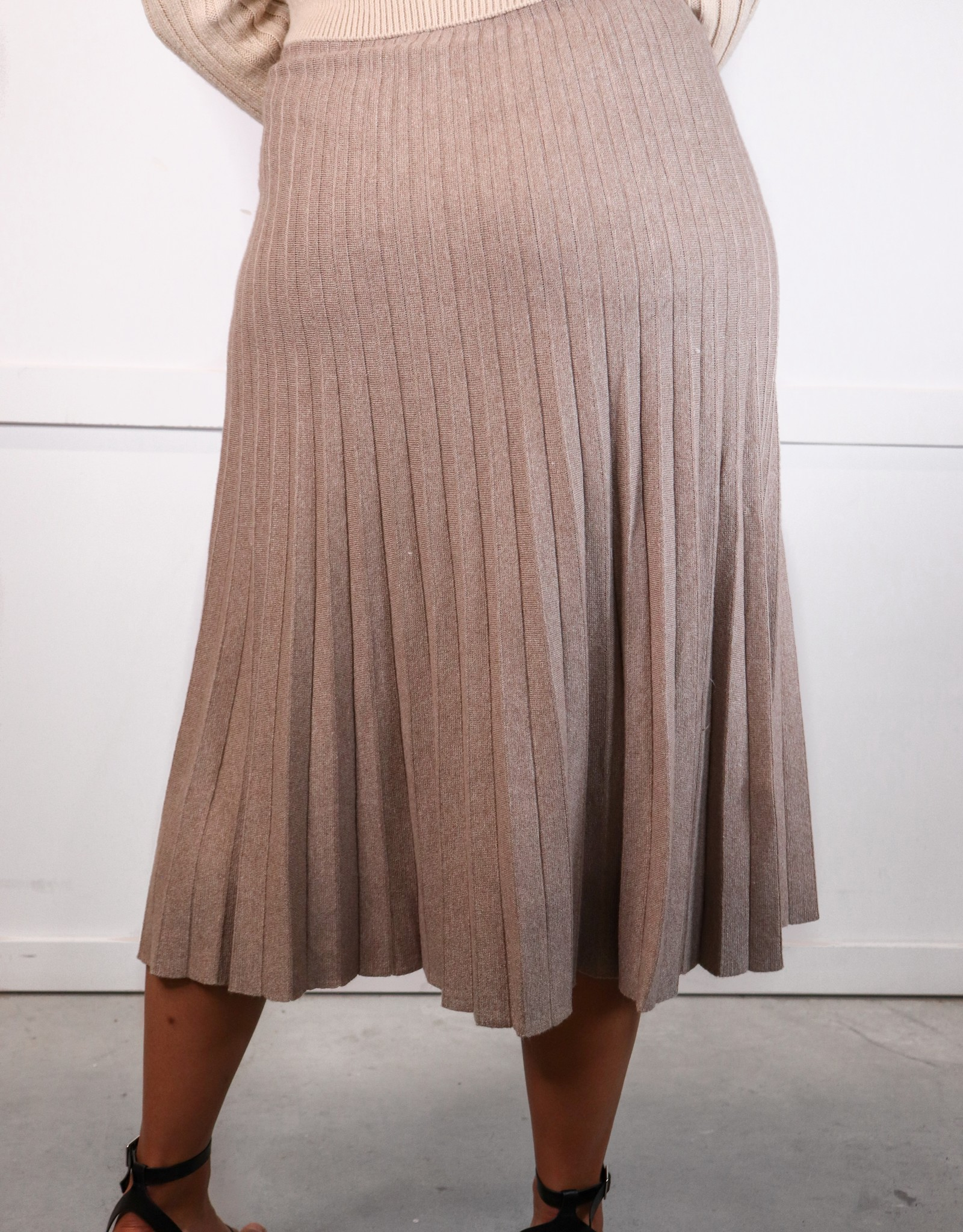 HUSH Pleated knit sweater skirt