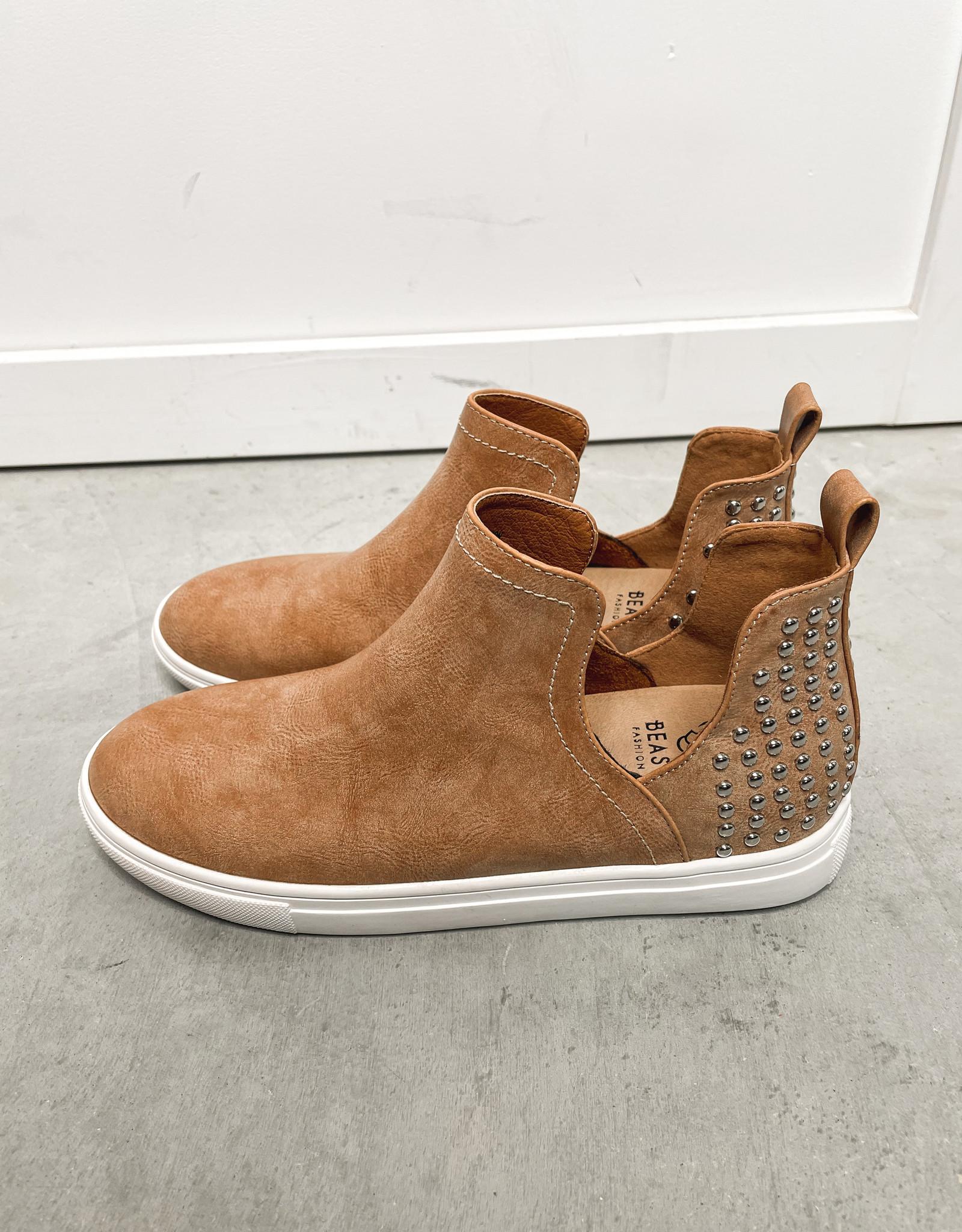 HUSH Side cutout back stud sneaker