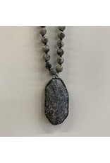 SPECKLED MARBLE NECKLACE WITH STONE BLING PENDANT